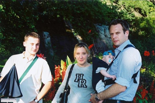 Piotr, mamma, pappa och Samuel på Skansen 2002.